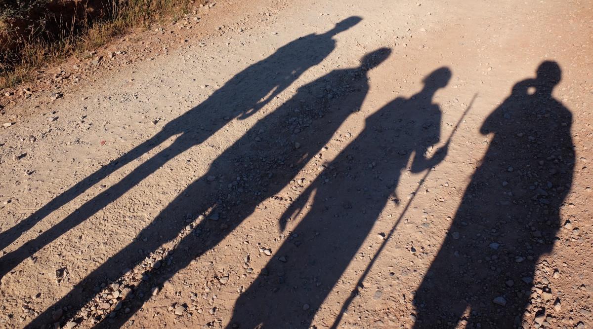 Jakobsweg mit Kindern, Schatten am morgen